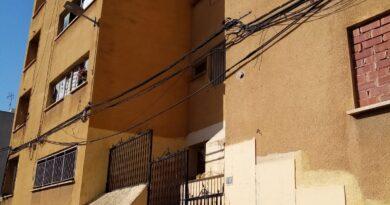 """El Ayuntamiento de Paterna ha finalizado el desalojo completo de la """"finca amarilla"""" y ha procedido al cierre y sellado del inmueble para evitar que pueda ser ocupado mientras se ultima la demolición del edificio."""