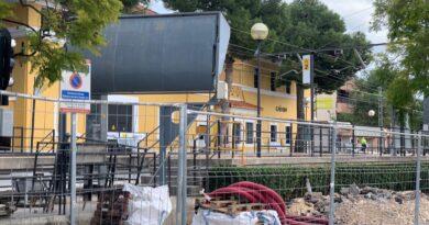 El Ayuntamiento de Paterna, con la colaboración de FGV, ha comenzado las obras de mejora de la estación de metro de la Puerta del Sol en La Canyada.