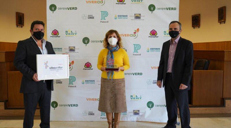 Paterna se ha adherido al programa Viles en Flor, una iniciativa de la Asociación Profesional de Flores, Plantas Y Tecnología Hortícola de la Comunidad Valenciana (ASFPLANT) que tiene como objetivo impulsar acciones municipales para potenciar y preservar los espacios verdes urbanos.