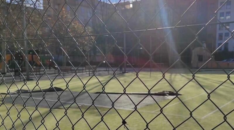 Compromís exige saber porqué se ha paralizado la reparación de la pista de tenis de la instalación de Valterna