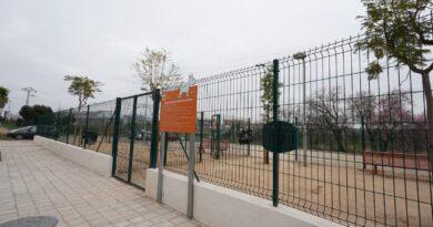 El Ayuntamiento de Paterna ha ejecutado las obras de ampliación de la zona de esparcimiento canino de la calle Valencia en el barrio de Campamento.